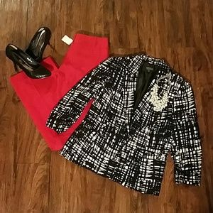 Trendy new black and white blazer!!!  Size 10